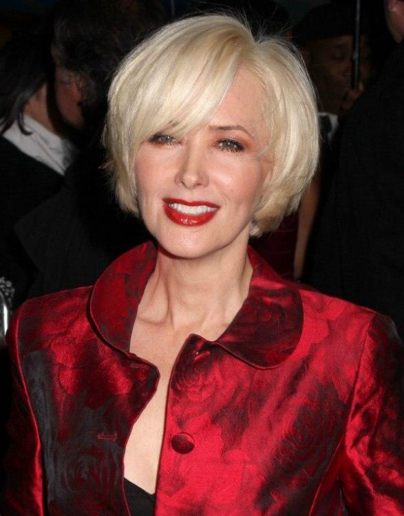 Janine Turner S Hair Cut Into A Blonde Chin Length Bob