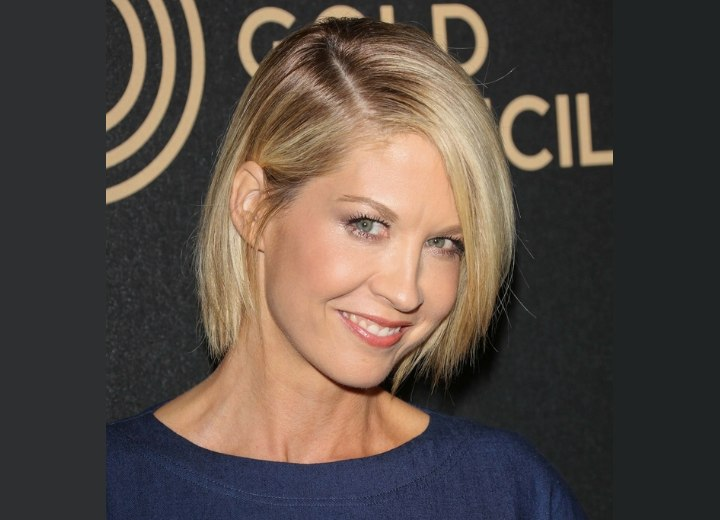 Jenna Elfman | Bob hairstyle that covers the neck
