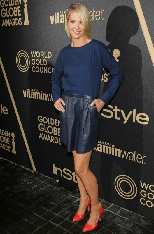 Jenna Elfman Short Bob Like Haircut That Covers The Neckline