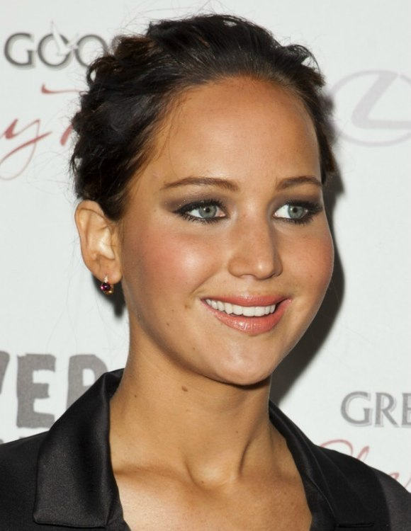 Jennifer Lawrence Dark Brown Hair In A Bun To Enjoy The Ease Of A