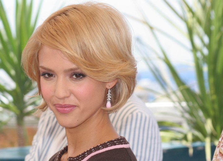 Jessica Alba With Short Hair Cut In A Bob