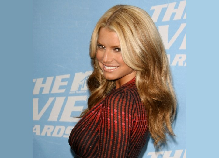 Jessica Simpson - Blonde hair with streaks