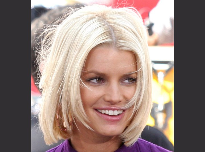 Jessica Simpson wearing her bob parted in the middle