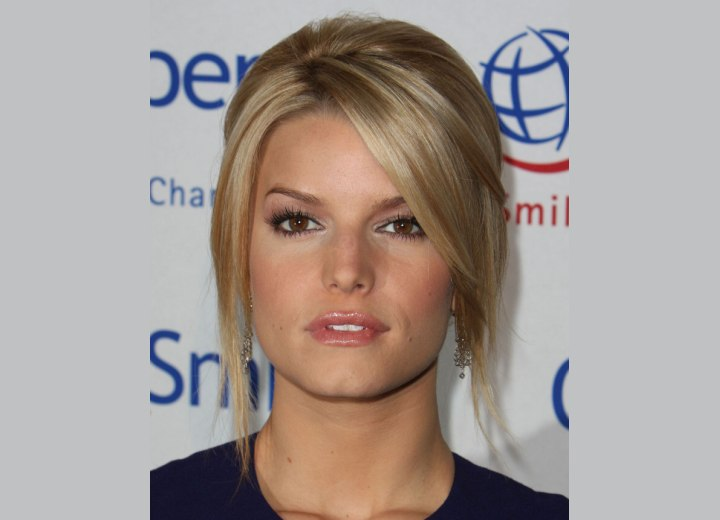 Jessica Simpson hairdo with a ponytail