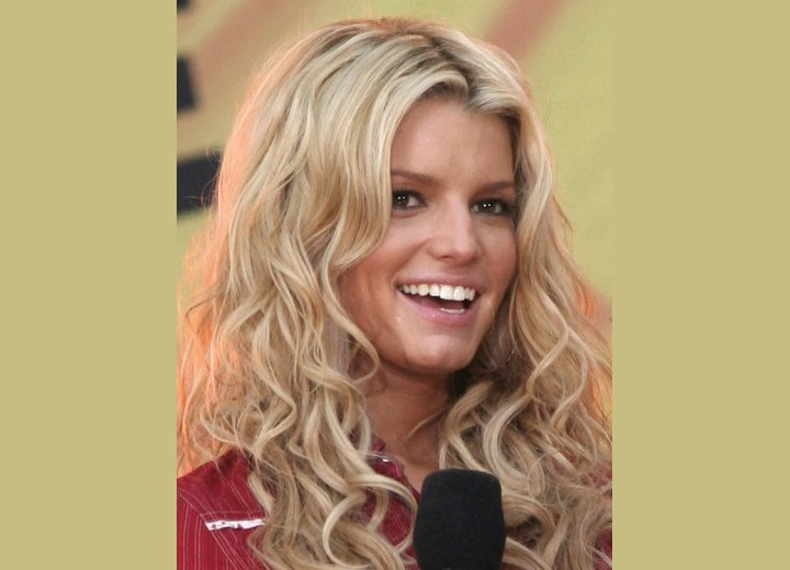 Jessica Simpson wearing her hair long with curls