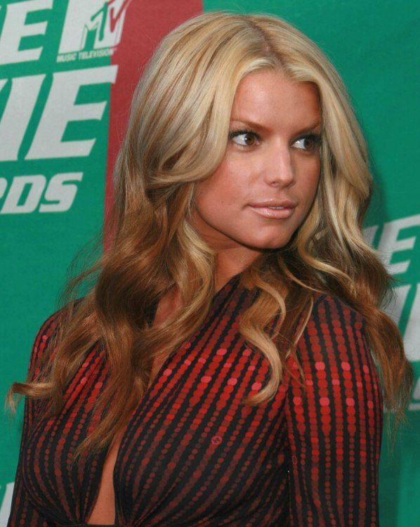 Jessica Simpson - Blonde and reddish foiled hair