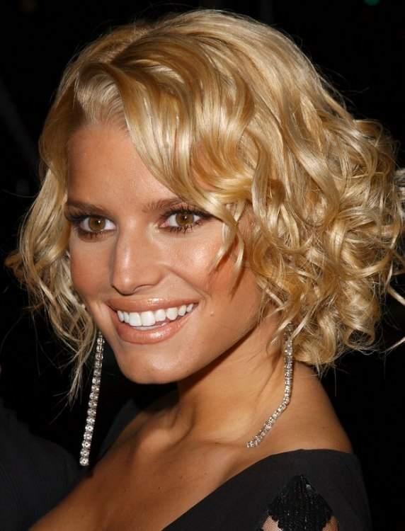 Jessica Simpson Short Hairstyle With Curls