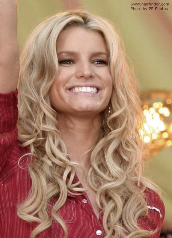 Jessica Simpson S Very Long Hair With Curls Hanging Way