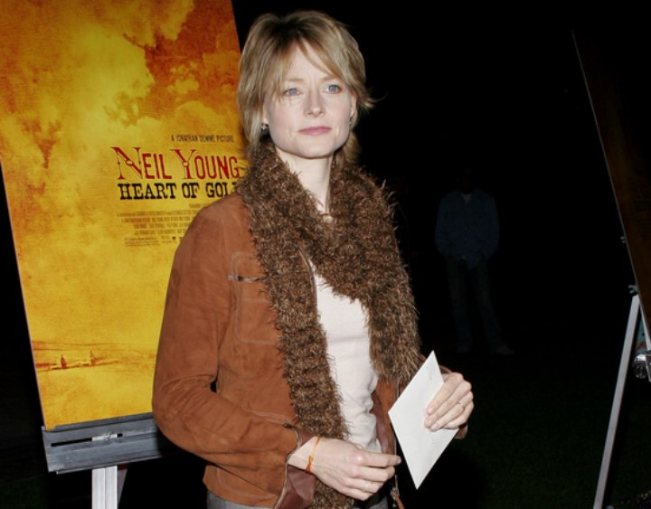 Jodie Foster - Sportive look with suede jacket
