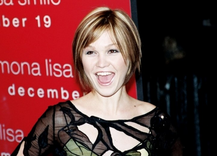 Julia Stiles - Bob hairstyle with an elevated crown