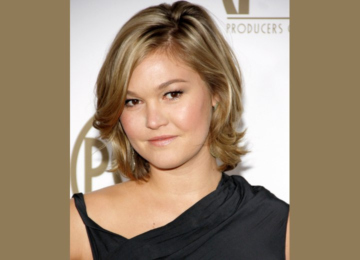 Julia Stiles Neck Length Hairstyle With A Long Fringe Waves And A