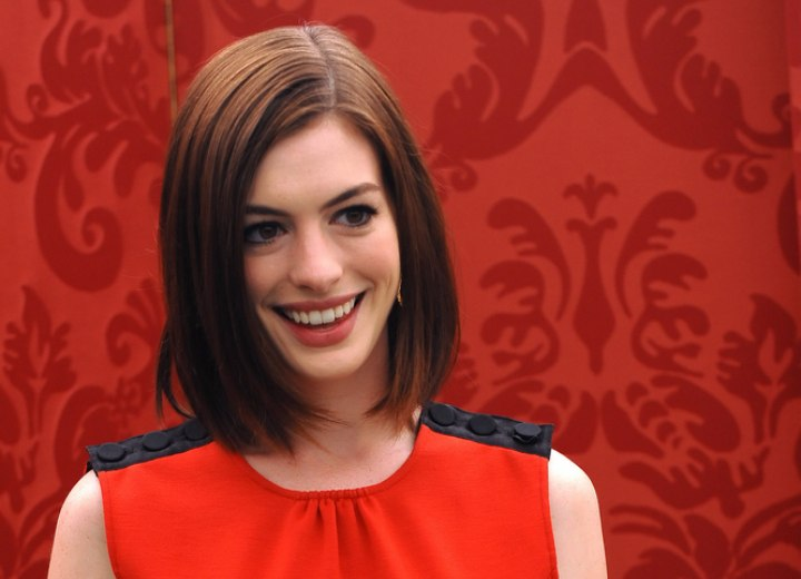 Anne Hathaway - Long bob with textured ends