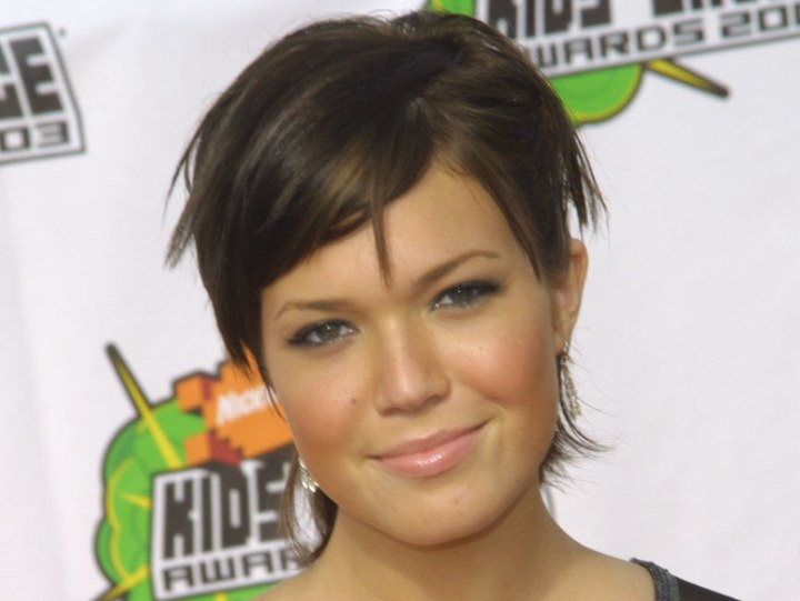 Mandy Moore with her hair short