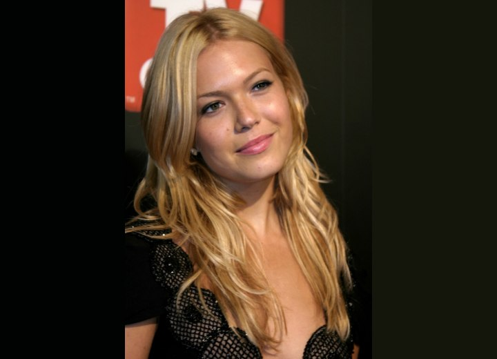 Blonde hair with golden slices - Mandy Moore
