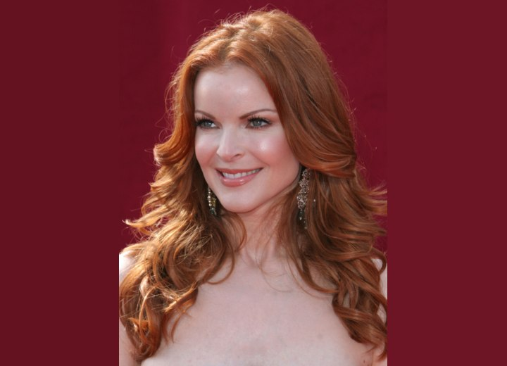 Long and wavy red hair - Marcia Cross