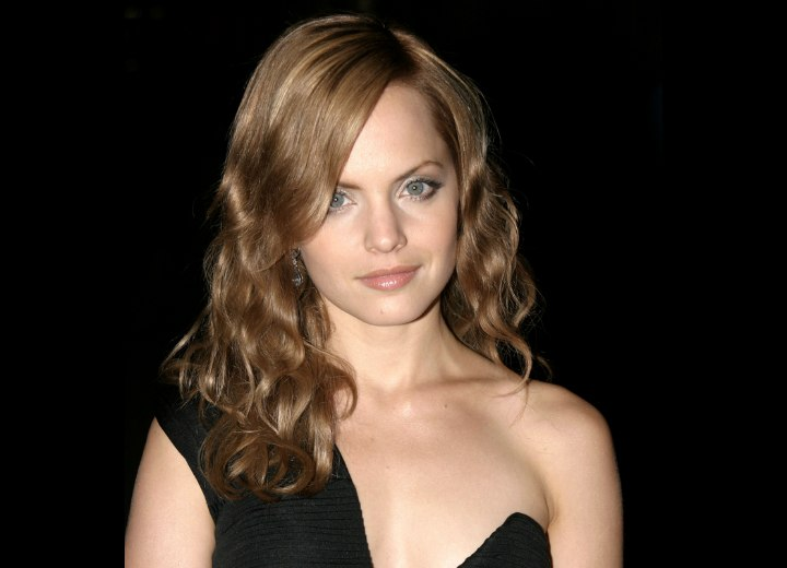 Mena Suvari with long wavy hair