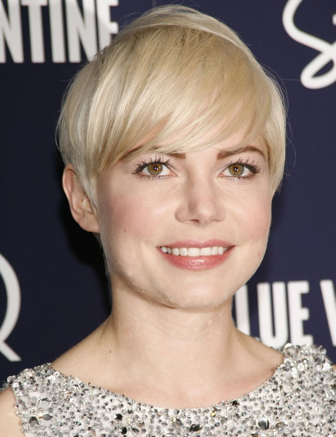 michelle wiliams easy short hairstyle with the hair cut