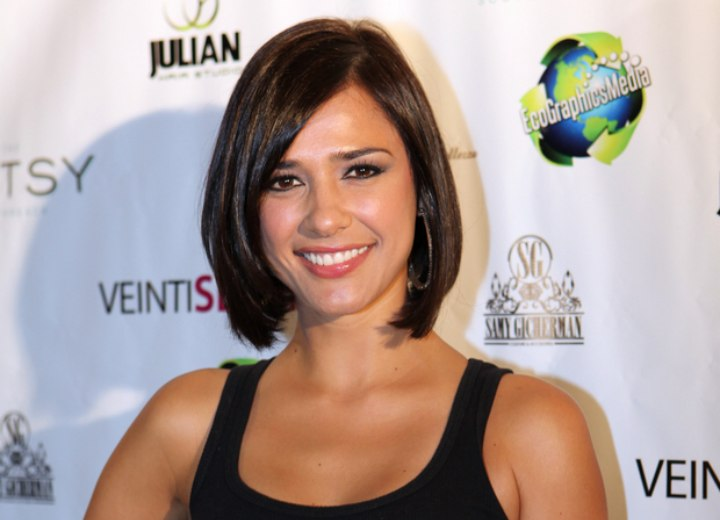 Ana Carolina da Fonseca - Midway upon the neck bob haircut