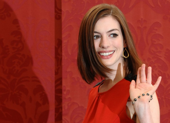 Anne Hathaway - Neck length bob with an inward curve