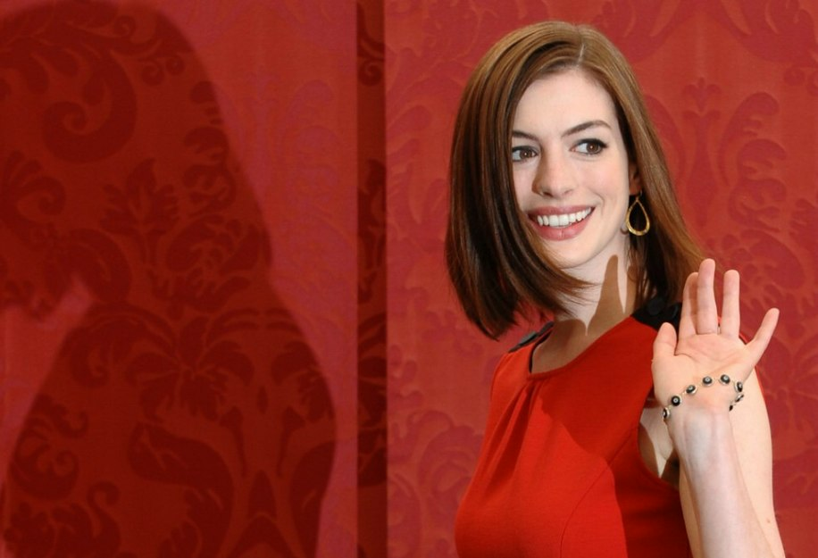 Anne Hathaway Long Bob: Long Bob With Even Length All Around And A