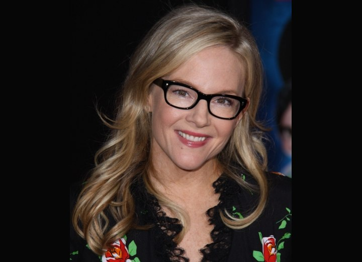 Rachael Harris - Long hairstyle with curled ends