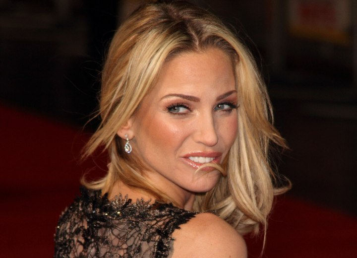 Sarah Harding - Shoulder length hairstyle with a split fringe