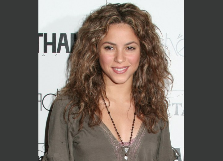Shakira hair with long curls