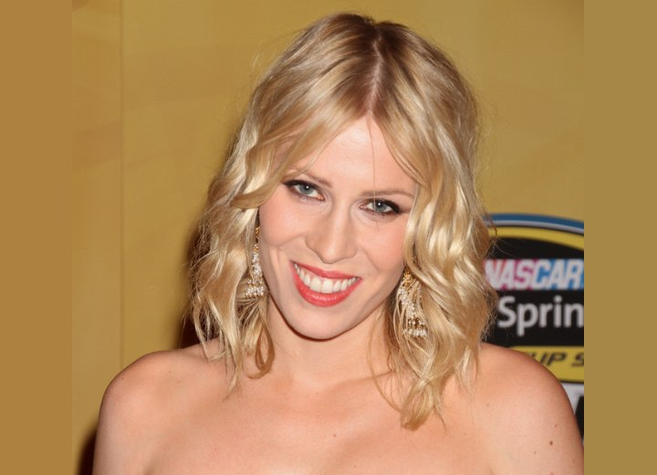 Natasha Bedingfield | Shoulder length hairstyle with drop curls