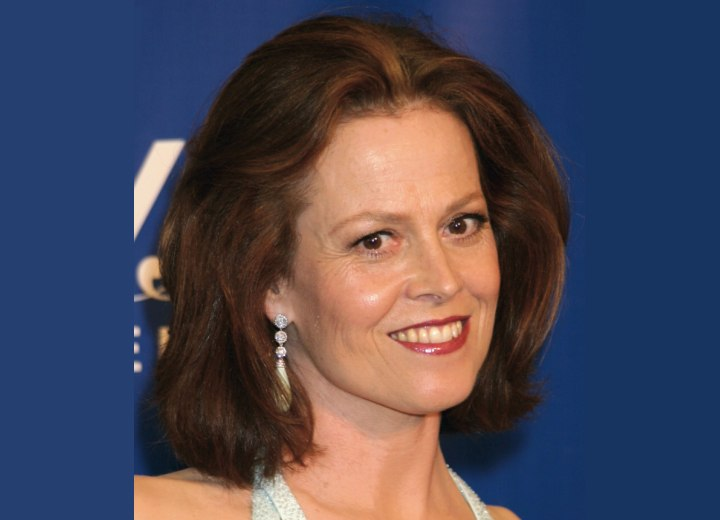 Sigourney Weaver wearing her hair in a bob