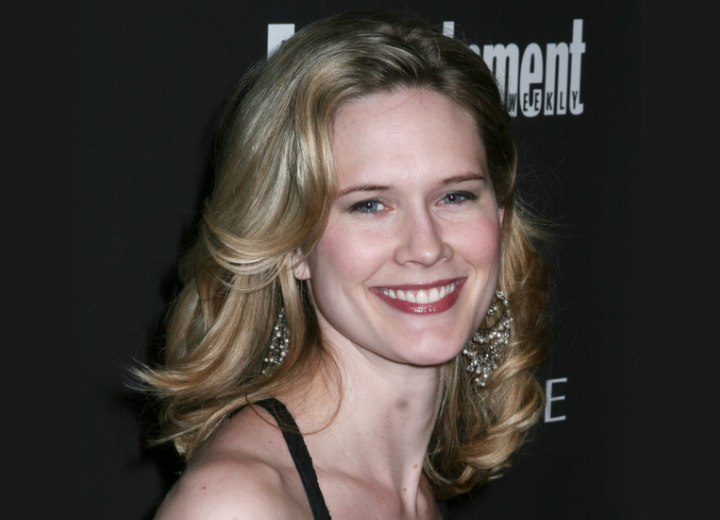 Stephanie March - Hairstyle with random curls