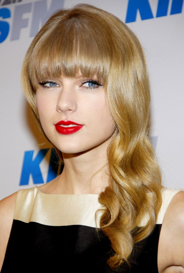 Taylor Swift Long Loosely Curled Hair With Full Bangs