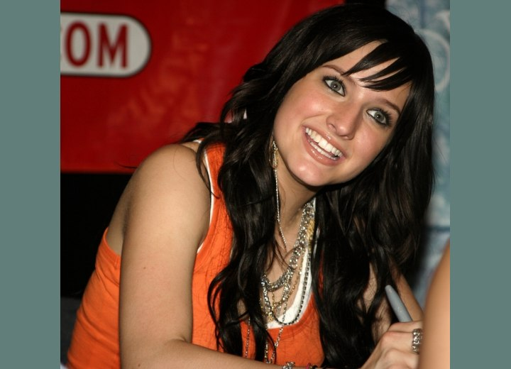 Ashlee Simpson - Long hair with thinned out bangs