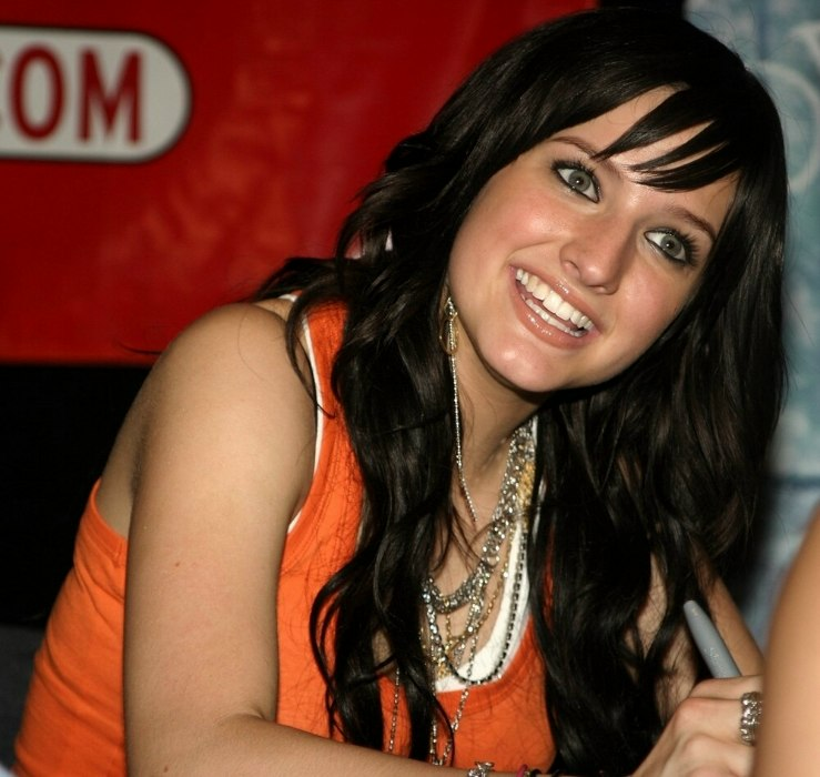 Ashlee Simpson Very Long Curled Hair With Extensions
