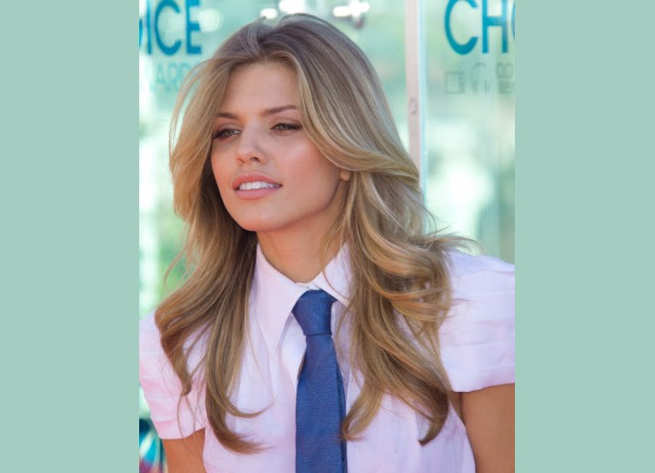 AnnaLynne McCord - Woman wearing a necktie
