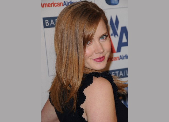 Amy Adams wearing her hair long and smooth with angled sides