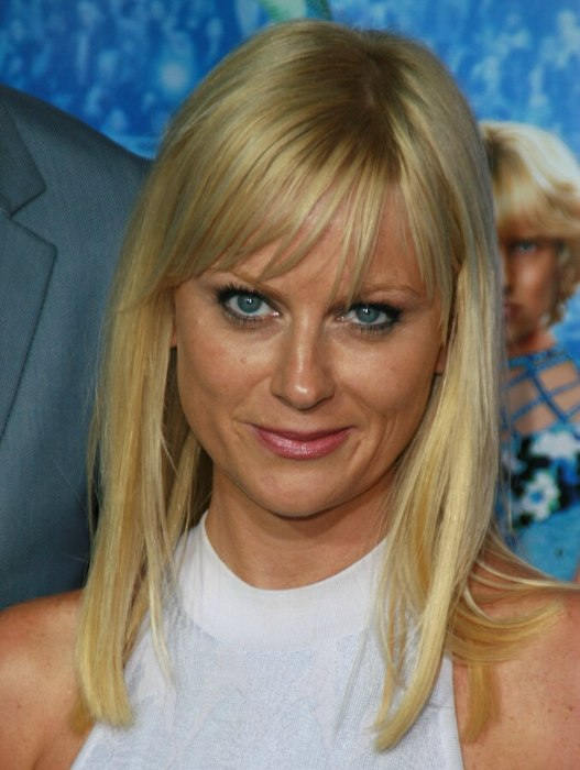Amy Poehler With A Long Blunt Cut Hairstyle Giving Her A More Mature