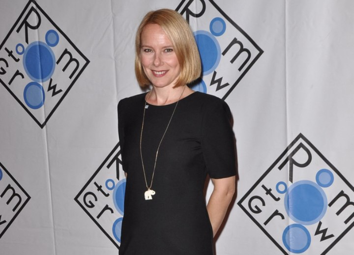 Amy Ryan - Little black dress
