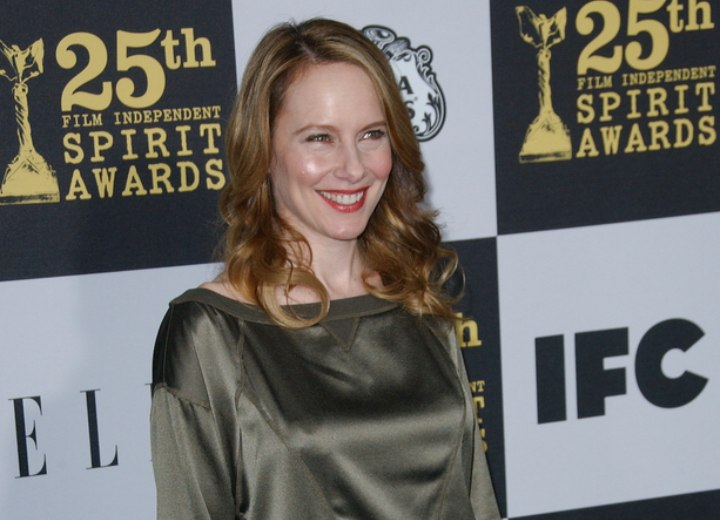 Amy Ryan wearing her hair long and loose