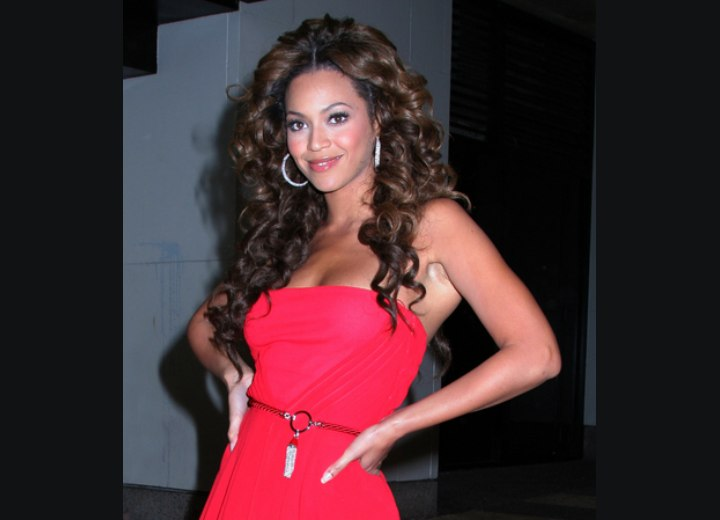 Beyonce - Long curly hairstyle with layers