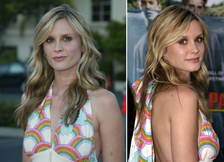 Bonnie Somerville - Long blonde hairstyle with waves