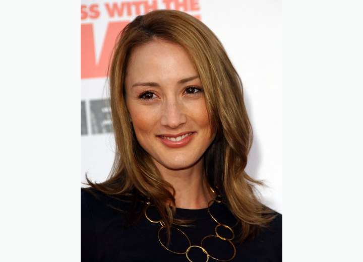 Bree Turner - Hairstyle with the hair close around the face