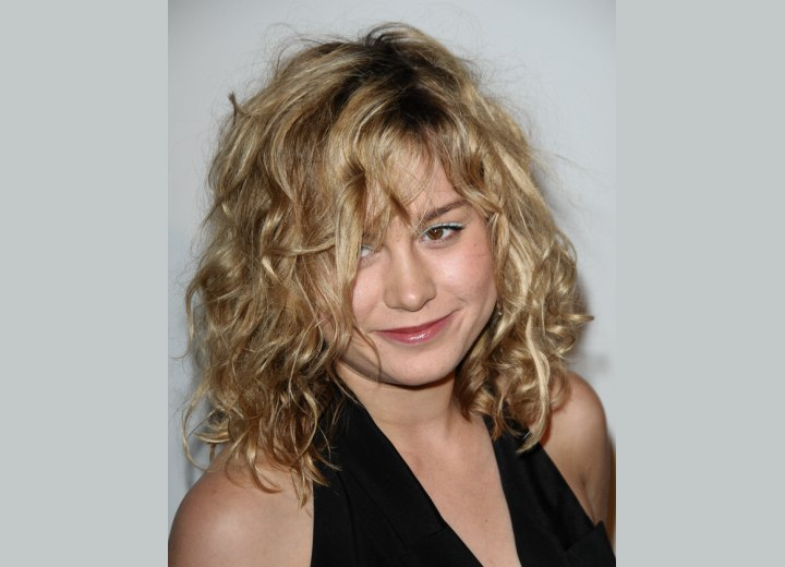 Brie Larson - Medium length hairstyle with curls and waves