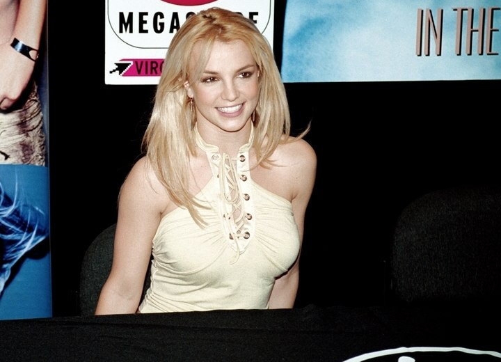 Britney Spears wearing her hair long and open