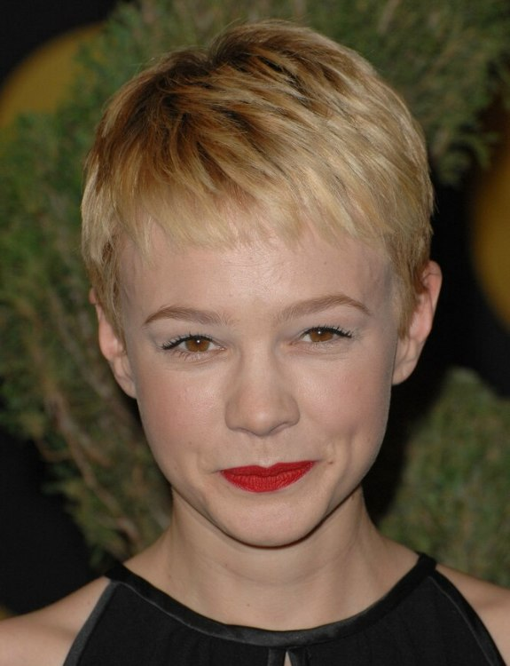 Carey Mulligan S New Blonde Pixie Haircut With High Bangs