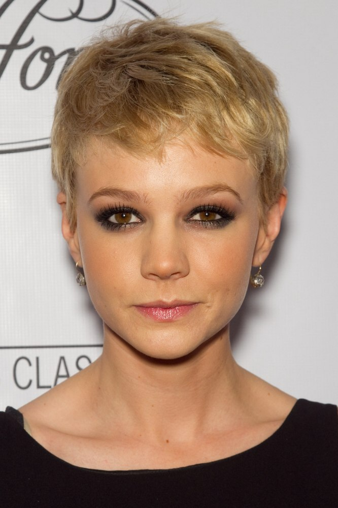 Carey Mulligan S New Short Haircut With The Sides Clipped