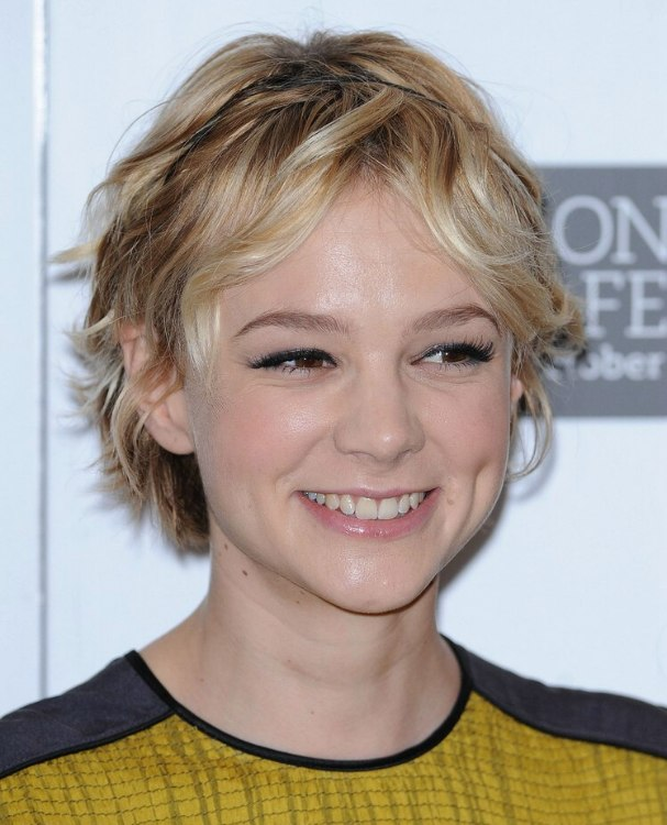Carey mulligan with a versatile tousled shag haircut carey mulligan versatile short hairstyle winobraniefo Image collections