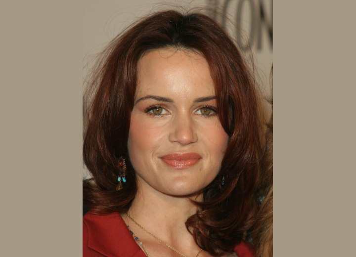 Carla Gugino - Hairstyle with slight layering