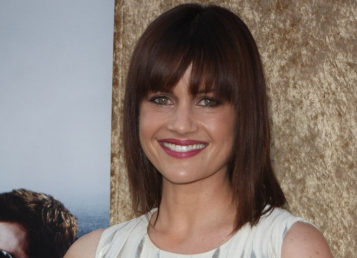 Long straight hairstyle with heavy bangs - Carla Gugino