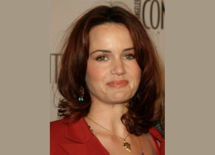 Carla Gugino - Shoulder length hairstyle with soft waves