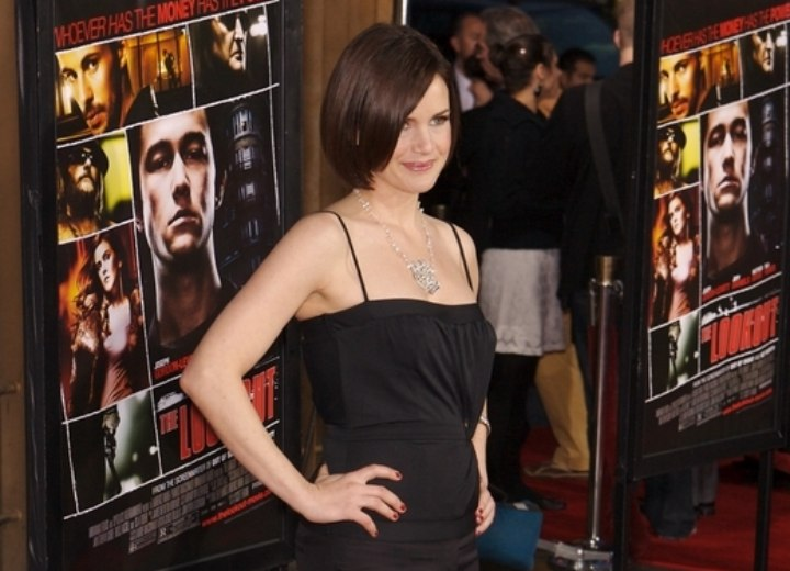 Carla Gugino - Side parted bob for straight hair